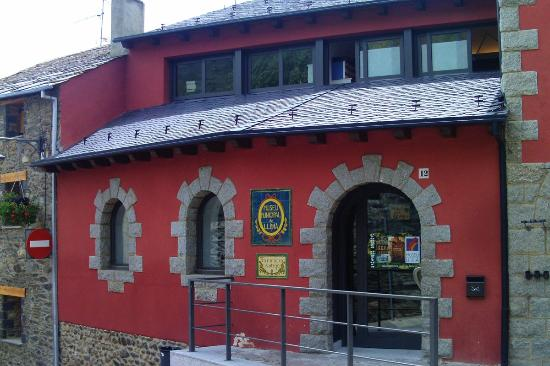 Museo-Vieja Farmacia: Entrada por el ayuntamiento