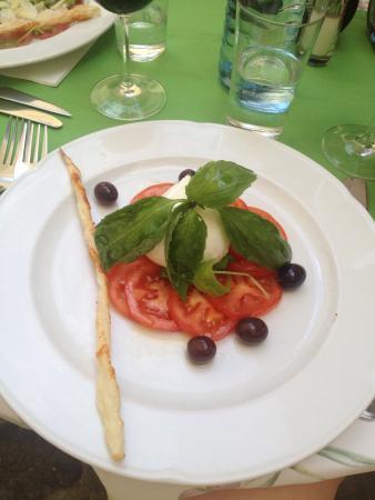Regina Margherita: Моцарелла с томатами