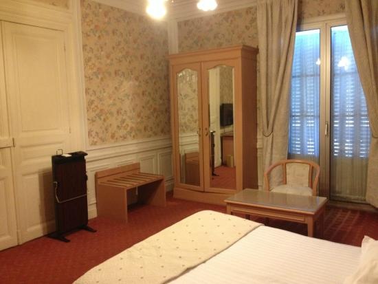 Chambre picture of best western hotel continental pau for Chambre western
