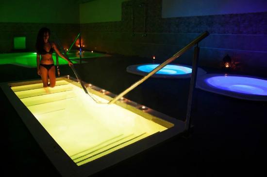 Piscina photo de h2o spa balnearios s ville tripadvisor for Piscina melia lebreros sevilla