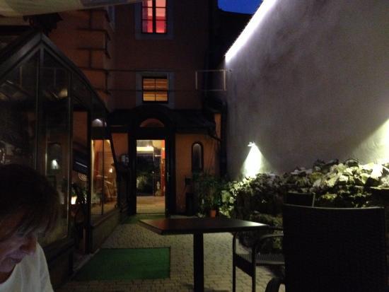 Hotel Grodek : Patio de la planta baja