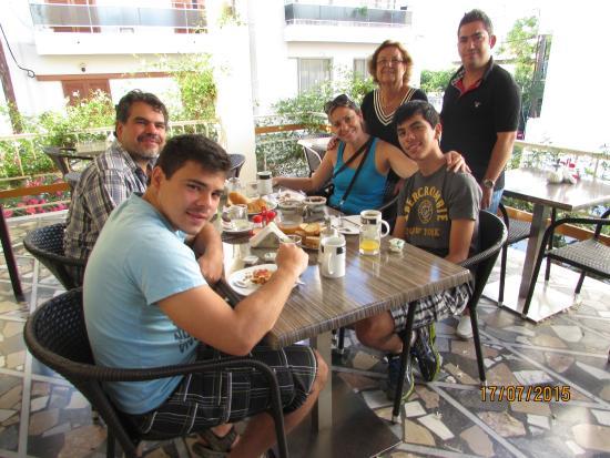 Hotel Sonia: Family breakfast
