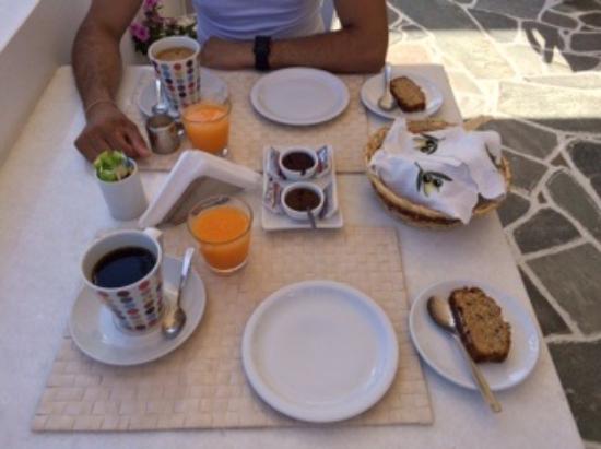 Avra Pension: Le petit déjeuner goûteux et copieux