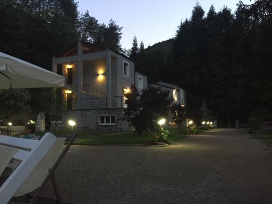 Hotel Abetaia: Hotel at night