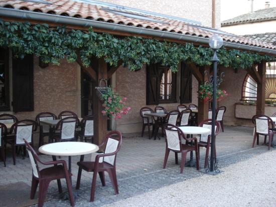 Le Relais des Dix Crus Hotel : The dining -breakfast outdoor place
