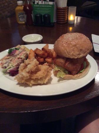 Havana Bar and Terrazzo (at Holiday Inn Pattaya): フィッシュバーガー