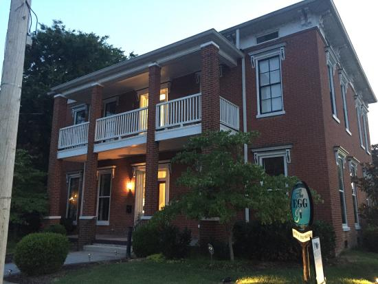 Egg & I Bed and Breakfast : Stayed here in July and enjoyed some downtime. Hey very cozy room upstairs with a nice balcony v