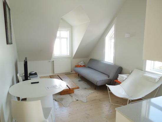 Apartment K: Living Room Area