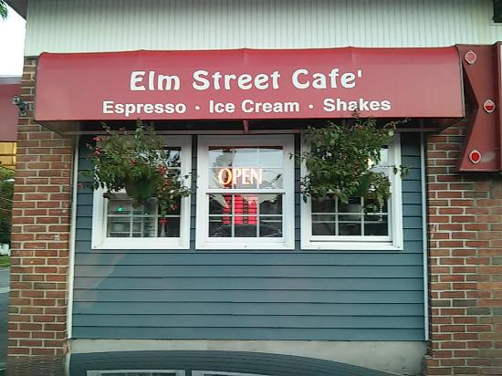 Tully, estado de Nueva York: Elm Street Cafe Front