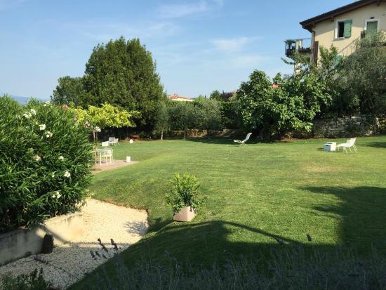 B&B Panorama Cinque: Zicht op de tuin vanuit de kamer