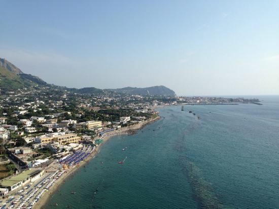 Forio, إيطاليا: Spiaggia di San Francesco vista dal Belvedere