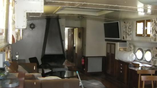 Chevaigne, Francia: le carré salon S à M cuisine