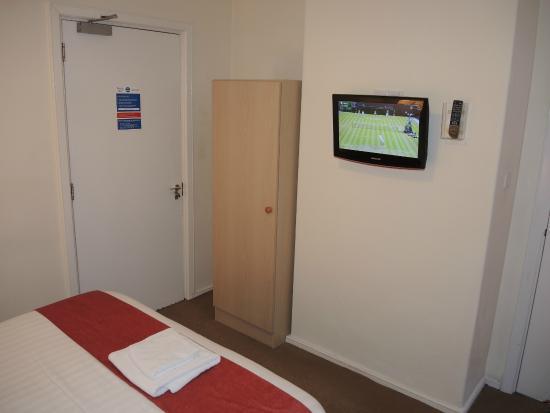 Hinsley Hall, room with TV