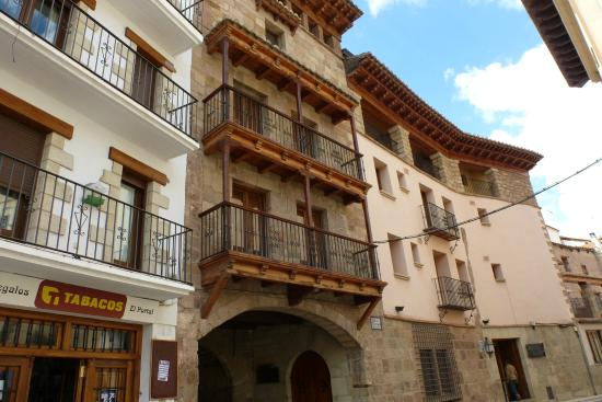 Global/International Restaurants in Mora de Rubielos