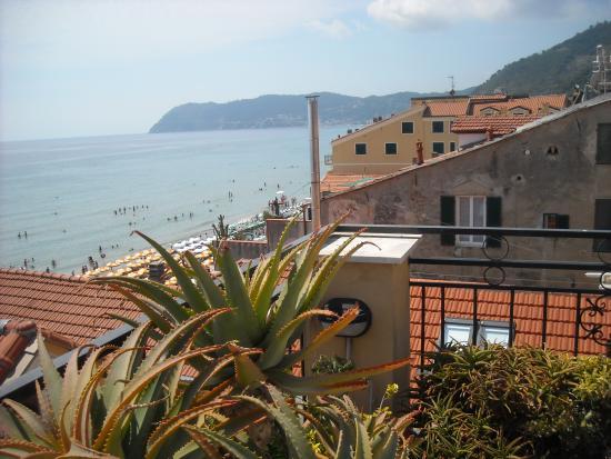 A due passi dal mare - Foto di Residence Le Terrazze, Alassio ...