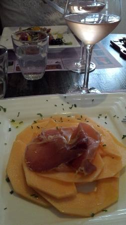 Vin sur Vin : Melon-jambon, salade grecque et rosé des Baux de Provence.
