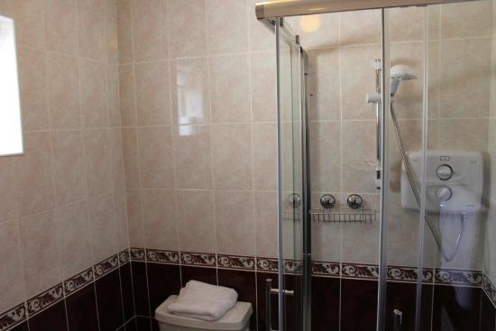 Sea Mist Bed and Breakfast: Double bathroom