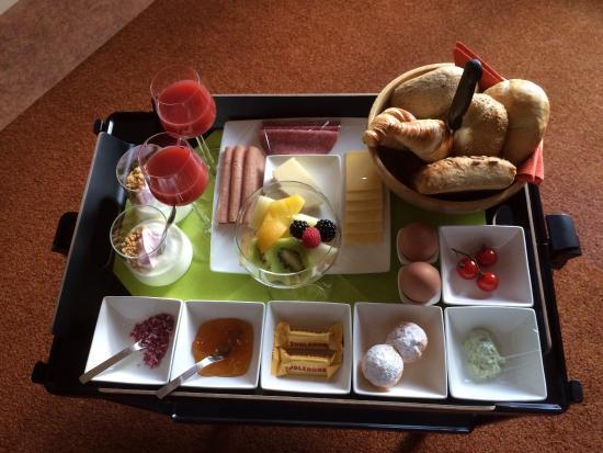 Hotel ter Duyn: Een heerlijk ontbijt geserveerd op je kamer.