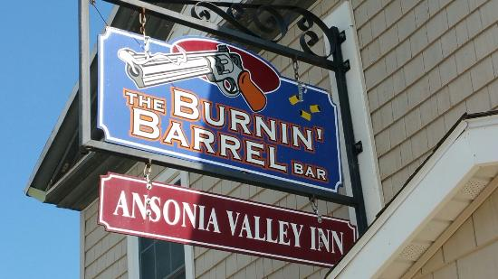 ‪‪Wellsboro‬, بنسيلفانيا: Burnin Barrel Bar/ Ansonia Valley Inn‬