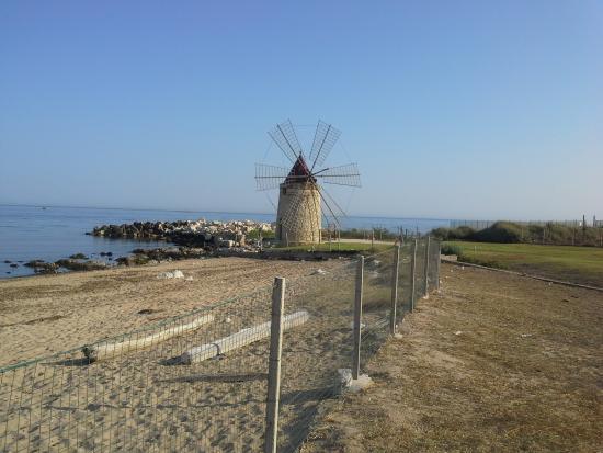 I Mulini Resort: spiaggia hotel