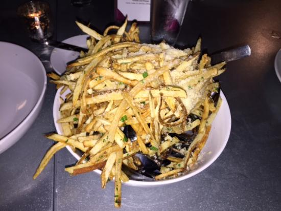 Baileys Harbor, WI: Mussels & Chips