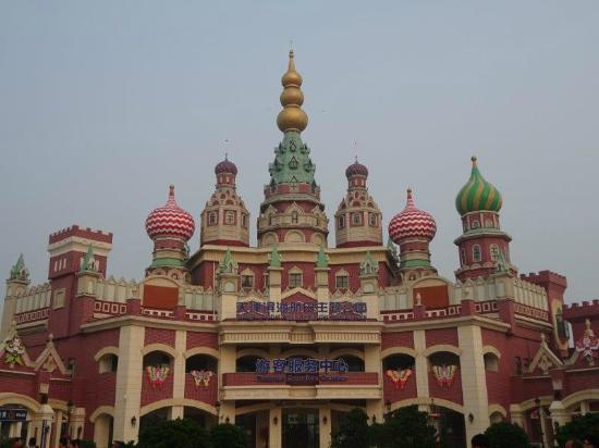 Tianjin Binhai Aircraft Carrier Theme Park : 入場門 (ここでチケット購入)