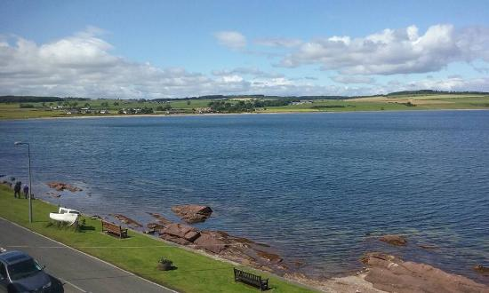 Kilchattan Bay, UK: View across the Bay from the flat!