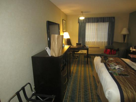 Pittsfield, MA: another view of room