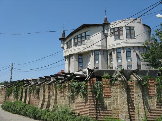 Roza Vetrov: Вид отеля с улицы