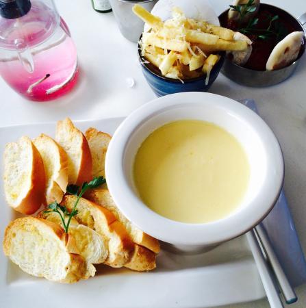 Jenda Food And Wine Bar Mixed Cheese Fondue