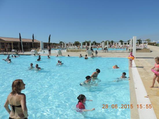 Piscine du camping picture of camping sunelia domaine de for La piscine review