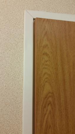 Holiday Inn Express Des Moines/Drake University: Bathroom door wont close.