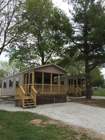 Circle M RV & Camping Resort: Park Model with Covered Porch