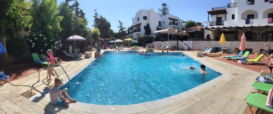 Club Lyda Hotel: Pool ved restaurant