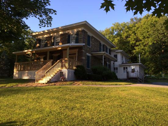 Country Comforts Bed and Breakfast: New front porch