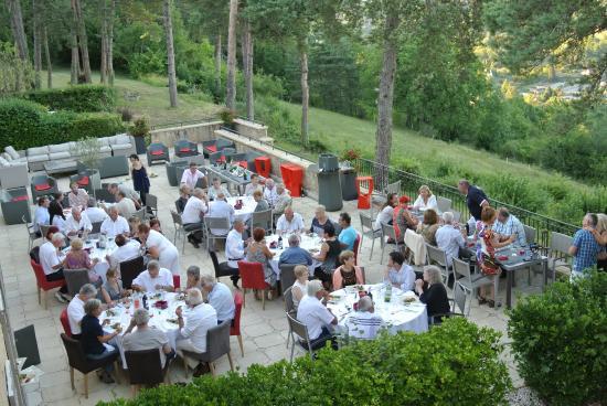 Hotel Meysset: tables pour le diner de gala en terrasse avec vue