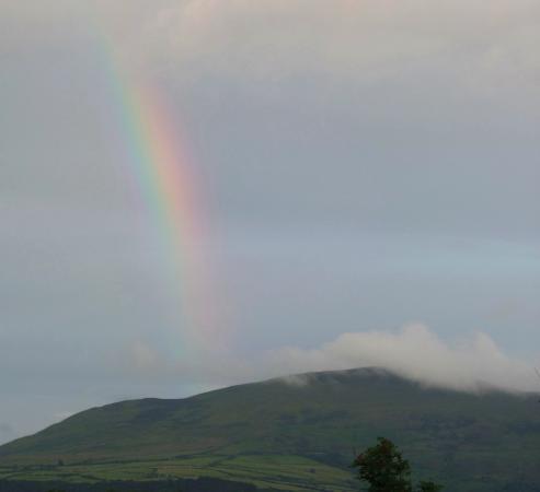 Carhonnag B&B: Rainbow seen from window at Carhonnag