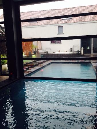 Evere, Bélgica: Même sous la pluie, un petit coin de paradis!!!