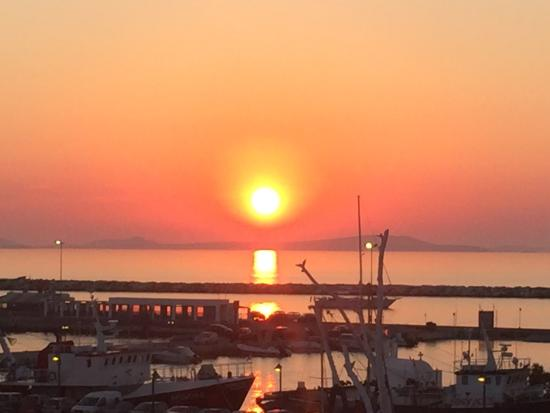 Naxos Town, Greece: Most amazing cocktail - Maistros, washed down with stunning sunset