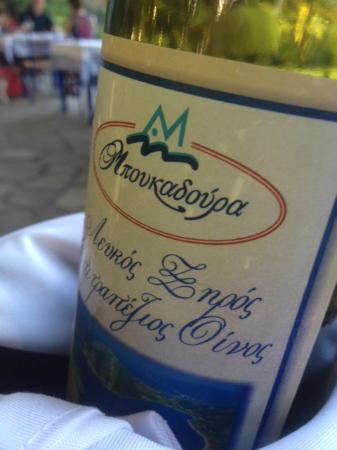 Boukadoura: Good white wine