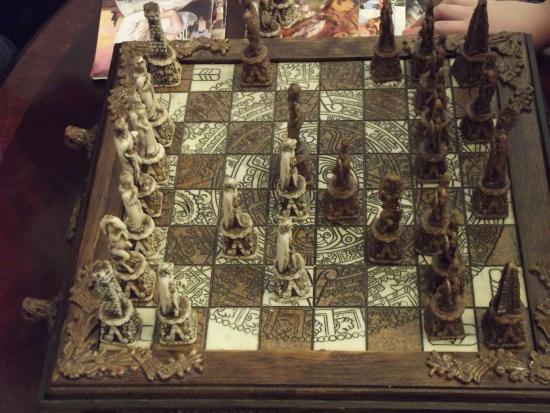 Stone Maiden Inn: sitting room - cool chess board