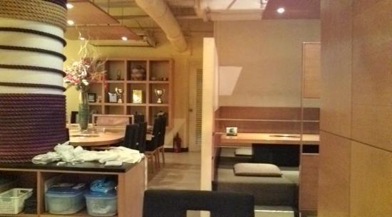 Kanyoen Yakiniku Restaurant: 店内