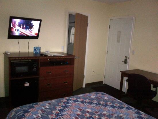 Windsor Crossroads Motel: One of the Single Rooms