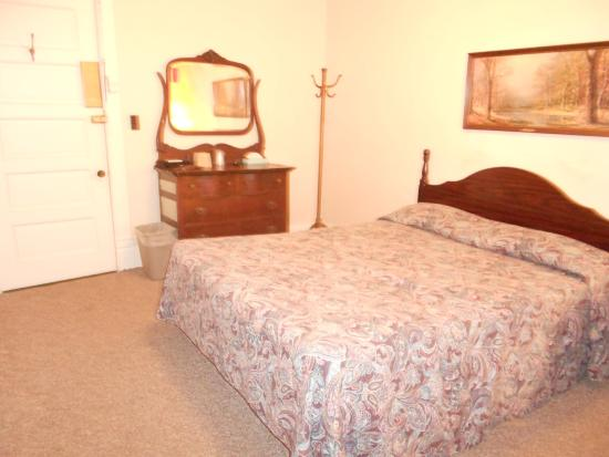 Strawberry Point, IA: Room