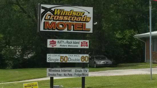 Windsor, MO: Road side sign