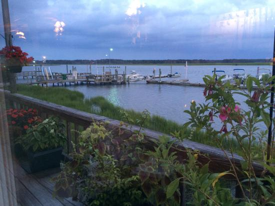 Etta's Channel Side Restaurant : Sunset view, lighthouse flashing on the left near the geranium.