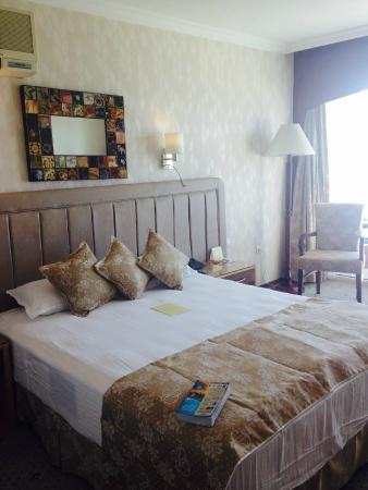 Hotel Izmir Palas: Comfy bed
