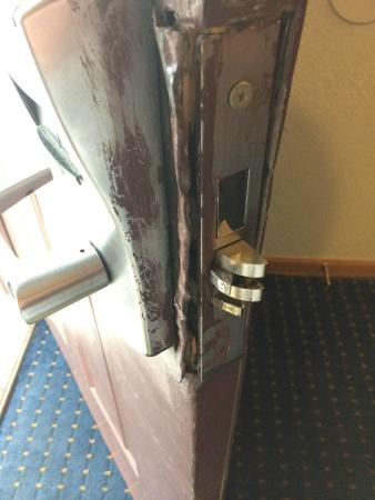 Kansas City-Worlds of Fun Hotel: our door lock