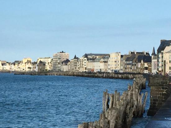 Best Western Hotel Alexandra : Along St Malo boardwalk