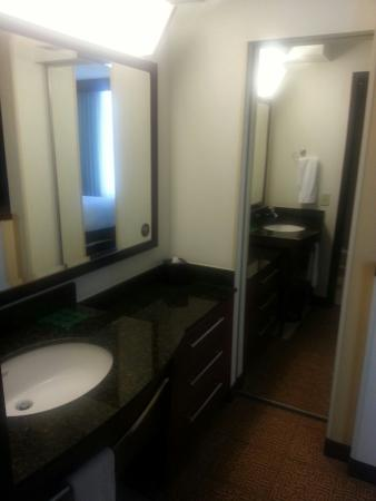 Hyatt Place Grand Rapids-South: King suite w/ pull out couch.